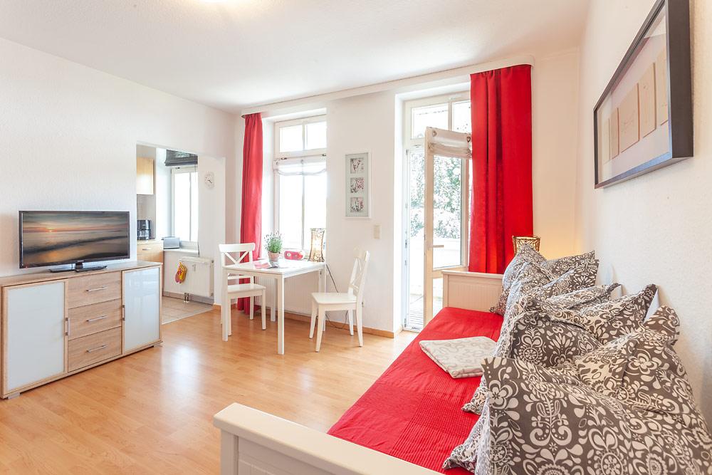 ferienwohnungen im haus sonne im ostseebad sellin insel r gen ferienwohnung. Black Bedroom Furniture Sets. Home Design Ideas